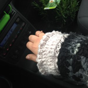 crocheted wrist warmers, handmade by Habiba from craftifymylove.com