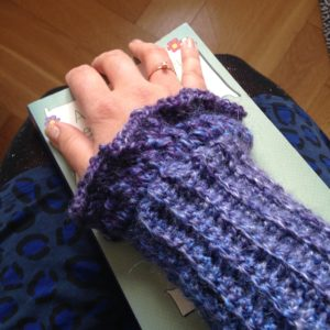 crocheted wrist warmers, handmade by Habiba from craftifymylove.com