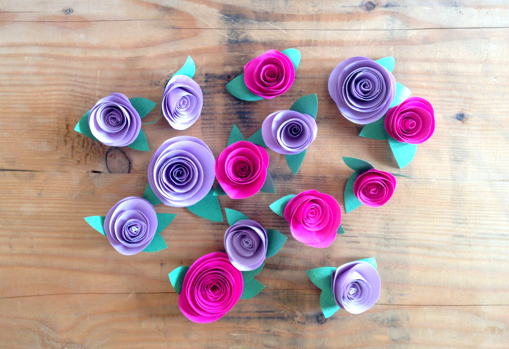 This image shows ever-blooming paper roses and offers a free tutorial