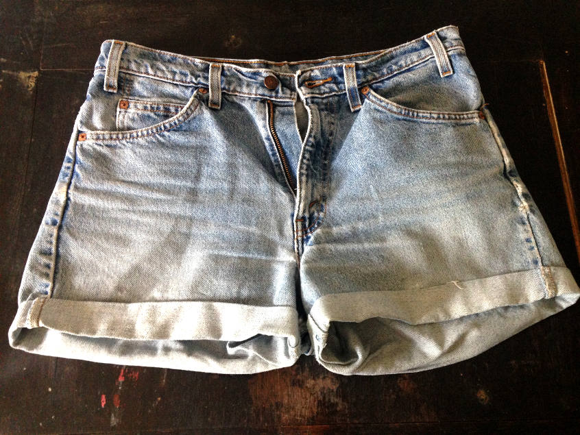 Cut off LEVIS denim shorts that are a tad bit too tight around the thighs. Learn how to make them wider the elegant way.