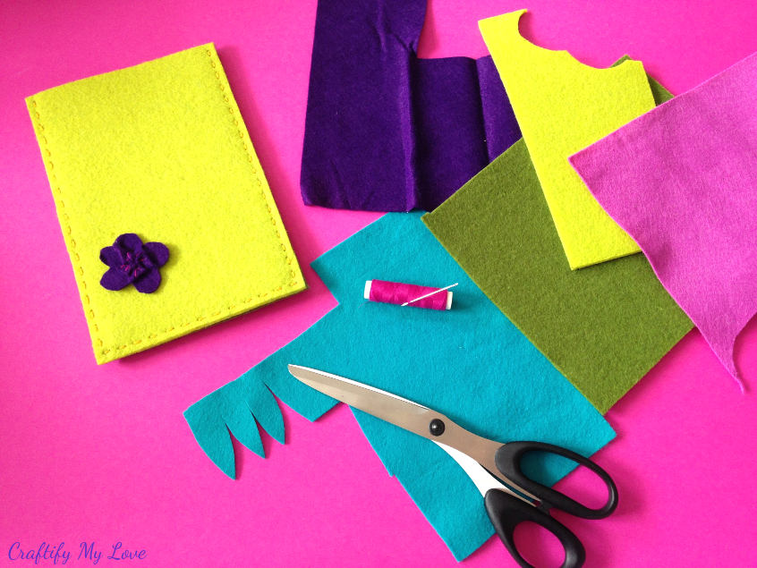 making felt flowers from contrasting colors felt