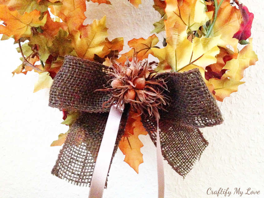 Learn how to make this easy burlap bow with hazelnut decoration DIY
