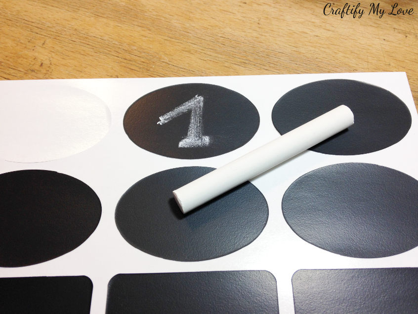 chalk board stickers to count weeks till Christmas advent wreath