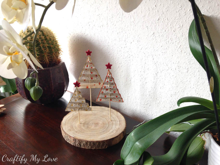 Paper Christmas tree decoration using the accordion fold method
