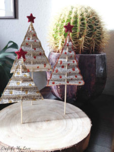 Easy DIY Projekt: Paper Christmas trees made from vintage books