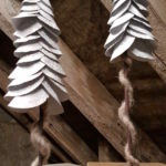 Learn how to do this upscale Christmas decoration for low money. Click for an easy recycling craft.   #upscalechristmasdecor #farmhouse #fixerupperstyle #redyclingcraft #timewornandtattered