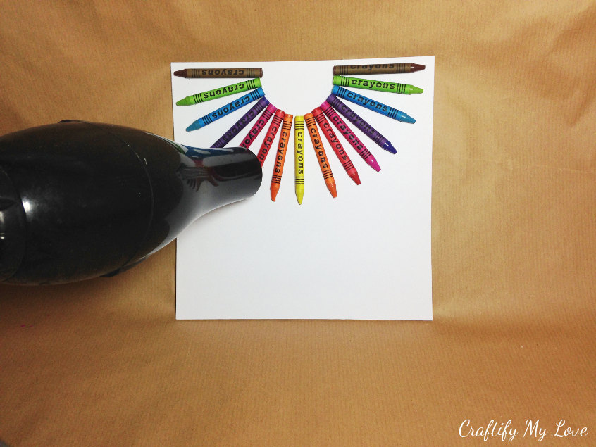 melting crayons in less than 3 minutes with a blowdryer is a simple and decorative kids craft