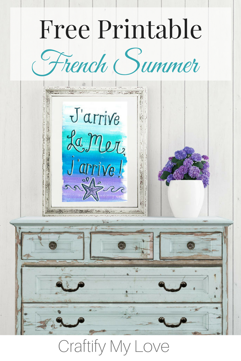 Download your free summer printable today and get inspired for that upcoming beach vacation. As a bonus, you'll find travel tips for Cavalaire-sur-Mer, which is located in the region Provence-Alpes-Côte d'Azur in France and a tutorial on how to make a mini notebook or photo album for those precious vacation memories. #craftifymylove #freeprintable #summer #watercolor #french #handlettering #walldecor #homedecor #beach #coastaldecor