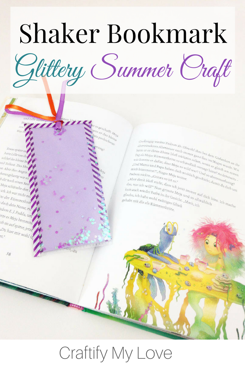 Shaker bookmarks are so much fun to make and use! You can fill the bookmarks pocket with all sorts of things: Sequins, buttons, dried flowers, you name it. Make this fun glitter #bookmark with your little girl, today! #diybookmark #kidscraft #summercraft #summerfun #shakerbookmark #glittercrafts