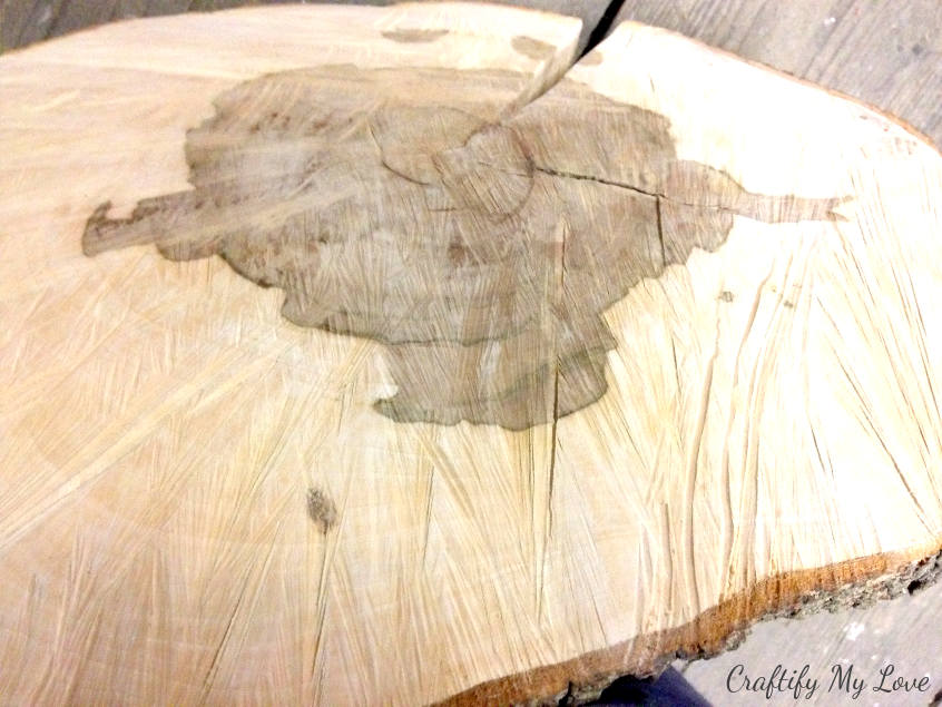 I like the texture of the chainsaw pattern of this wood slice table IKEA Hack