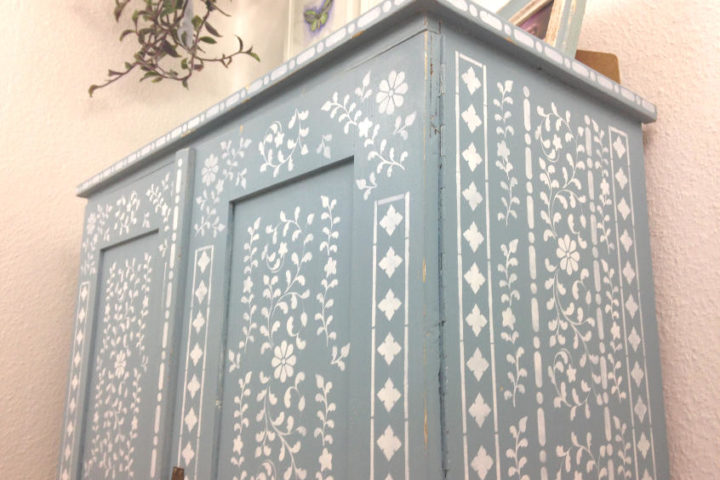 Beautifully stenciled faux bone inlay white and blue Anthropologie inspired dresser. A simple upcycling DIY from a thrift store find.