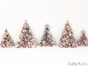 upcycled Christmas decor from recycled cardboard and yarn scraps