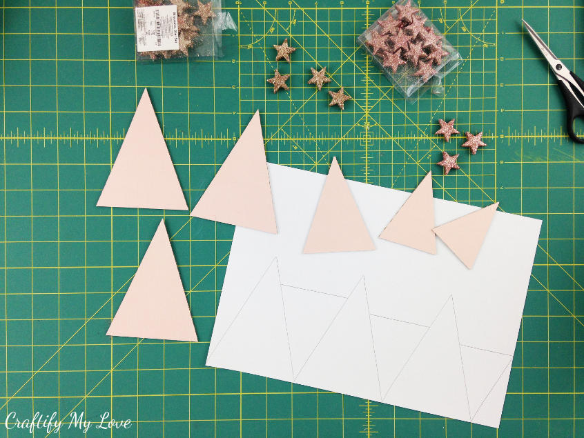 Download the free template for a frugal recycling Christmas tree home decor craft