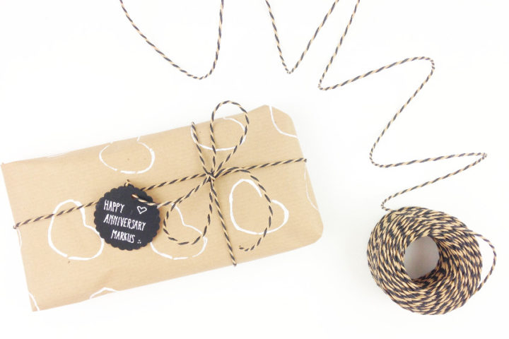 Natural DIY hand printed gift wrapping idea for Valentine's Day or an Anniversary