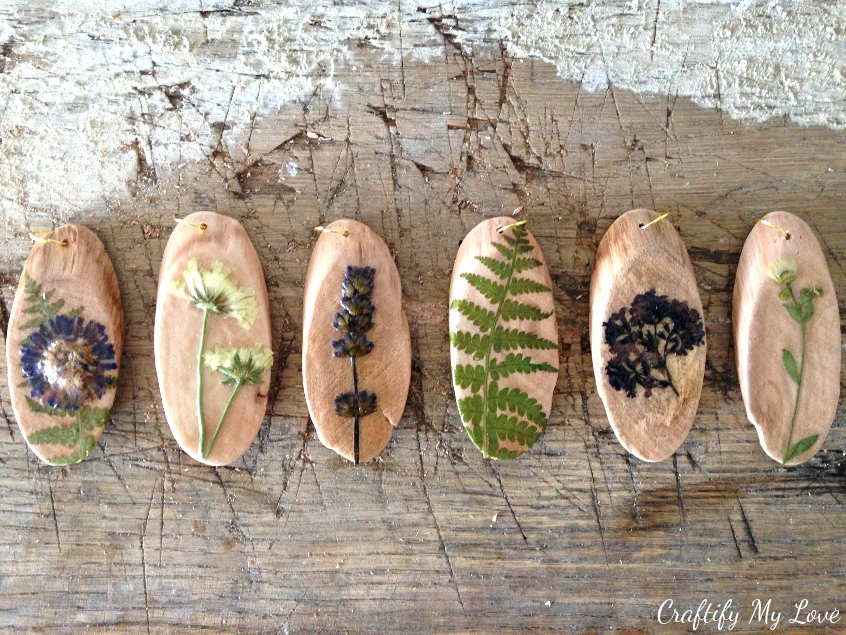 DIY nature craft jewelry necklace using wood discs and dried flowers and leaves