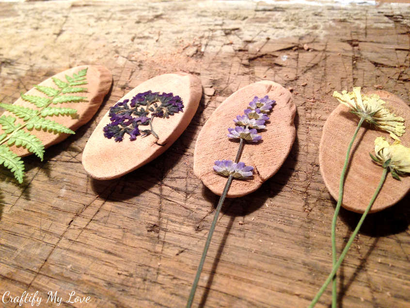 Decide on the pressed flower or leave for each pendant to make your DIY pendants