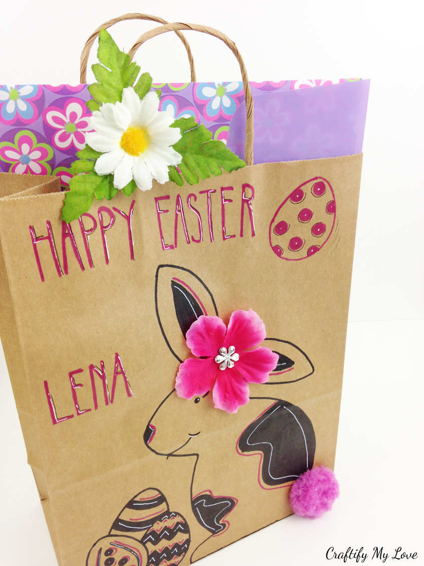 DIY Easter gift wrapping easter basket idea. Bunny with pink flower and pom pom #craftifymylove #Eastercraft #giftbag #lastminutecraft #upcycling #giftwrappingidea
