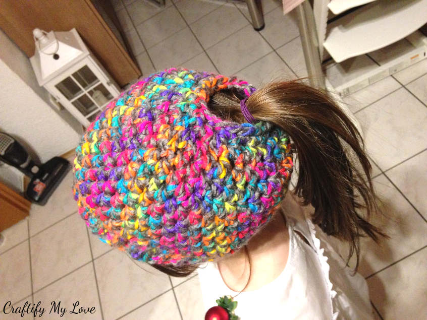 kids messy bun hat free crochet pattern