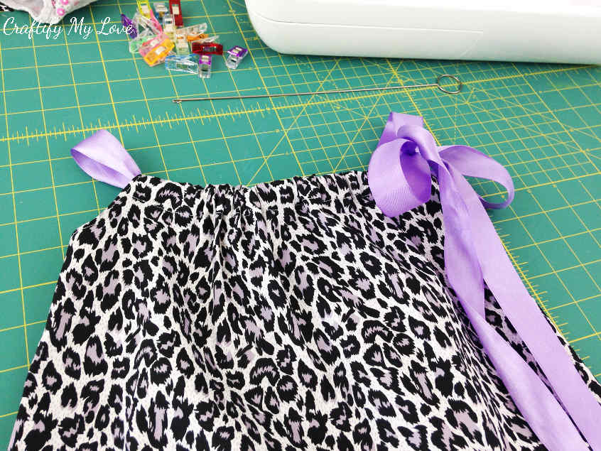 how to sew the easiest little girl summer pillowcase dress ever DIY your own pattern